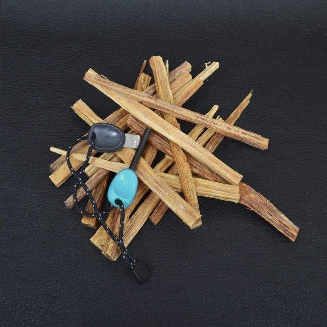 Фото 2 в 1 - огниво + свисток LIGHT MY FIRE Swedish FireSteel Scout голубое, блистер купить в Украине по недорогой цене для рыбалки