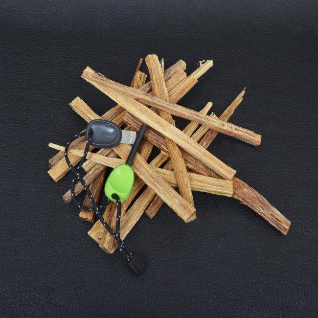Фото 2 в 1 - огниво + свисток LIGHT MY FIRE Swedish FireSteel Scout зеленое, блистер купить в Украине по недорогой цене для рыбалки