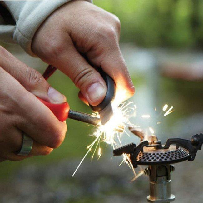 Фото 2 в 1 - огниво + свисток LIGHT MY FIRE Swedish FireSteel Scout красное, блистер купить в Украине по недорогой цене для рыбалки