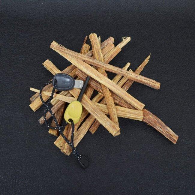 Фото 2 в 1 - огниво + свисток LIGHT MY FIRE Swedish FireSteel Scout лайм, блистер купить в Украине по недорогой цене для рыбалки