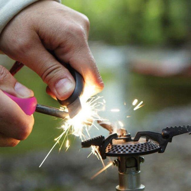 Фото 2 в 1 - огниво + свисток LIGHT MY FIRE Swedish FireSteel Scout фуксия, блистер купить в Украине по недорогой цене для рыбалки